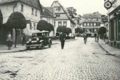 Roemerstrasse-altes-Rathaus-Autohaus-Deckert-Schlieper