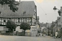 Roemerstrasse-mit-Lilie_2