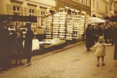 Flecken Marktstaende in der Roemerstrasse um-1930